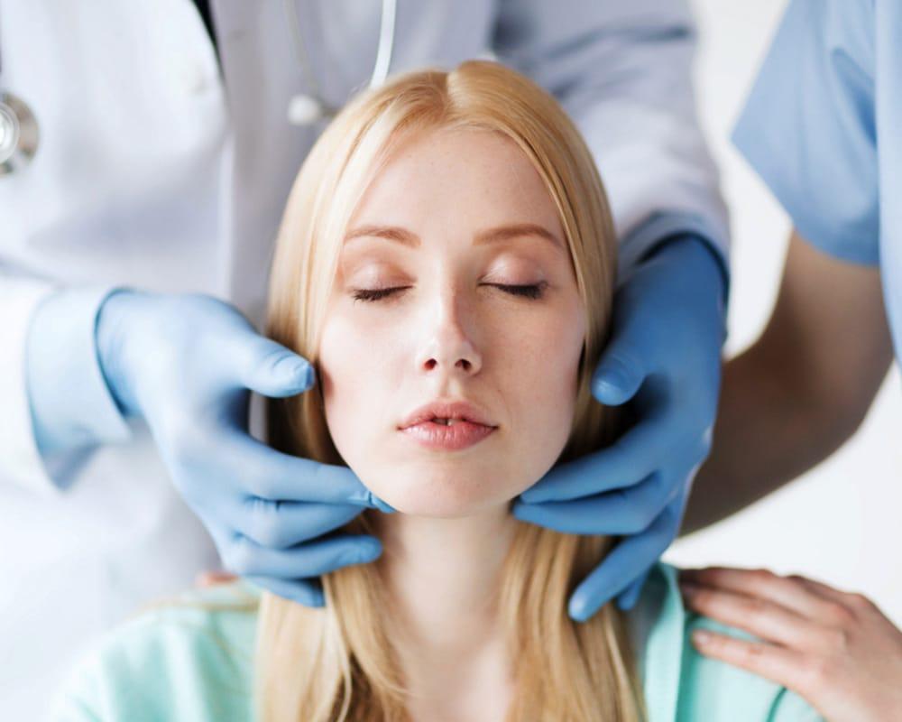 imagen de mentoplastia cirugia estetica facial clinica renacimiento